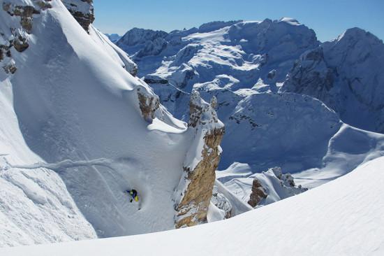 col Snowboard nel canale Joel - Dolomiti