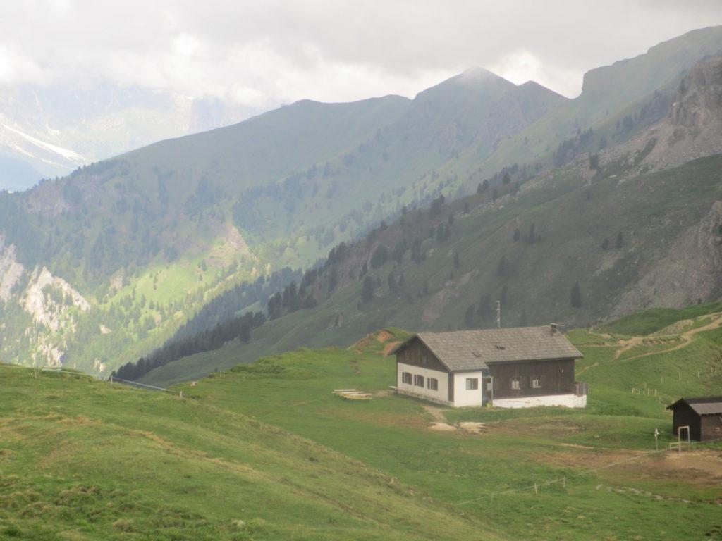 trekking-dolomiten-schutzhaus-nicolo-fassatal